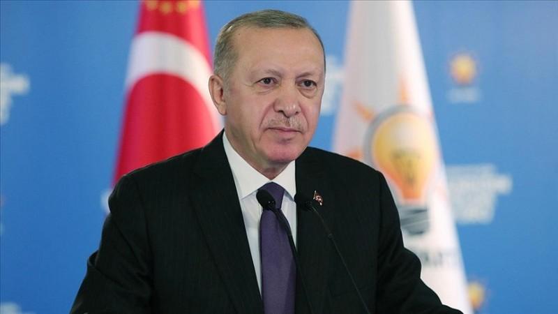 'Ayaklarına taş değse AK Parti'yi suçluyor'