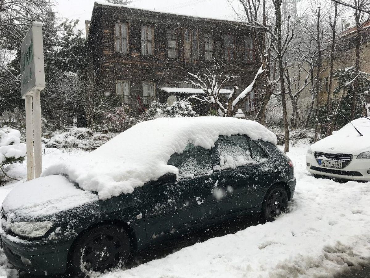 Beykoz'da kar kalınlığı 20 santimi buldu #3