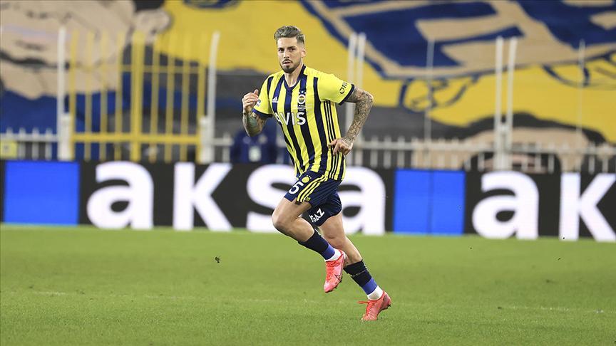 Fenerbahçe: Sosa, zehirlenme şüphesi nedeniyle kadroda yer almıyor