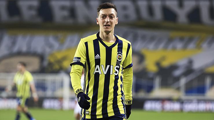 Fenerbahçede Mesut Özilin performansı memnun etmedi