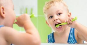 Bebek ve Çocuklarda Ağız Bakımı - Çocuklarda Ne Zaman Diş Macunu Kullanılmalıdır?