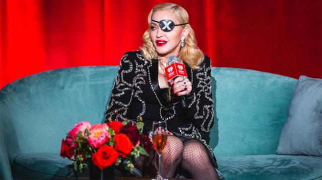 62'lik Madonna kabak çiçeği gibi açıldı! İç çamaşırlı pozlarının her biri ayrı bomba