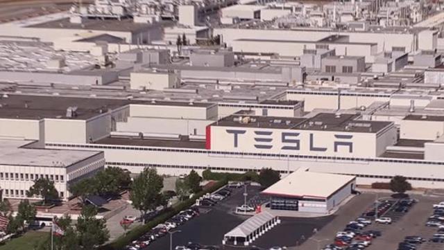 Elon Musk kapanma kararına uymadı, yüzlerce Tesla çalışanı koronavirüse yakalandı