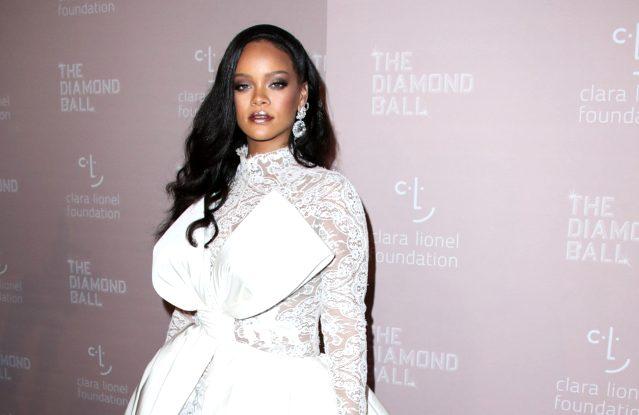 Rihanna müziğe geri mi dönüyor?
