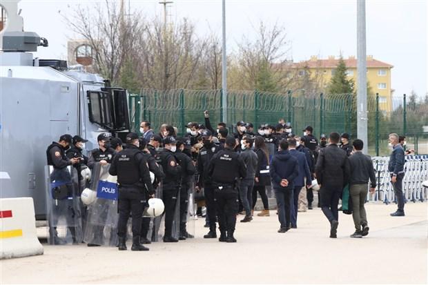 kobane-davasi-durusmada-gerginlik-avukatlar-mahkeme-salonunu-terk-etti-869002-1.