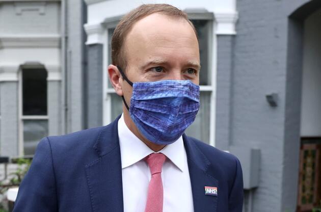 İngiltere'yi karıştıran skandal: Sağlık Bakanı Hancock eşini, danışmanıyla aldatırken yakalandı
