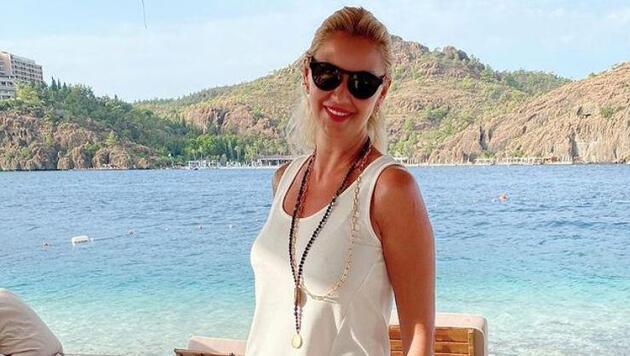 Pınar Altuğ bütün gün güneşlendi